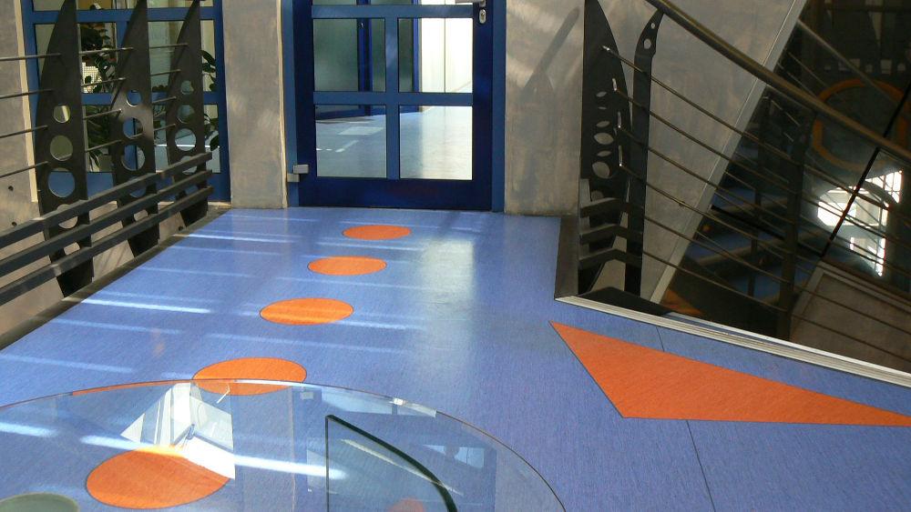 Realizacja klatki schodowej w biurze Euroal